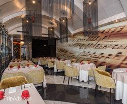 stradivari-restaurant--v11936036 (1)